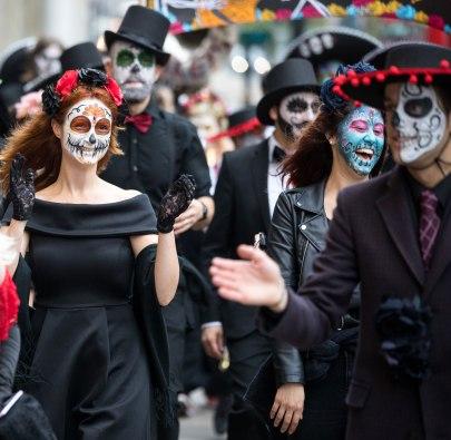 """@Ella Canta """"painted black parade"""""""