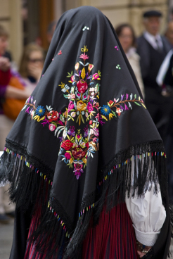 black veil of the Sardinian vest, photo source: google